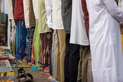 Fieles-en-la-mezquita