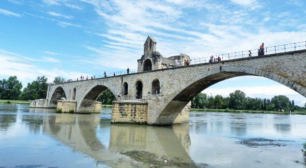 Pont d'Avignon Shutterstock (2)