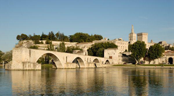 Pont d'Avignon Shutterstock