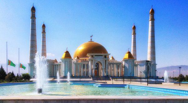 Mosquée de Gypjak Türkmenbaşy, Ashgabat, Turkmenista iStock