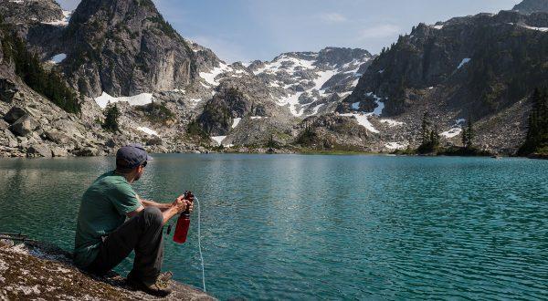 Filtrage d'eau en montagne iStock
