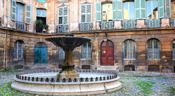 Place d'Albertas Aix-en-Provence Shutterstock