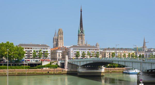 Sena embankment in Rouen in a summer day