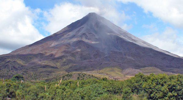 Volcan Costa Rica Shutterstock