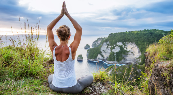 Femme-yoga-Normandie-iStock