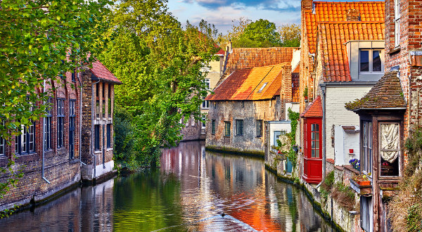 Quai du Rosaire Bruges iStock
